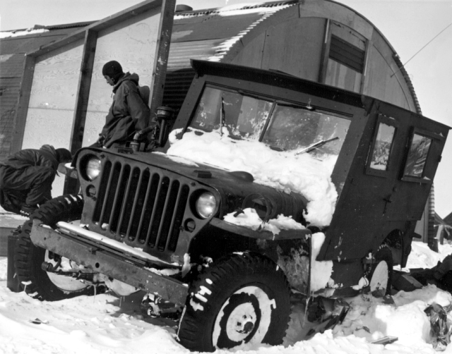Jeep_in_the_Antarctic